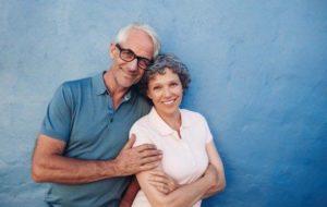 Vieux couple heureux 2